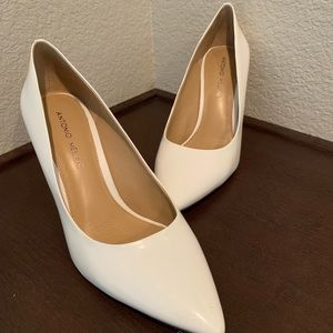 Patent leather white pumps